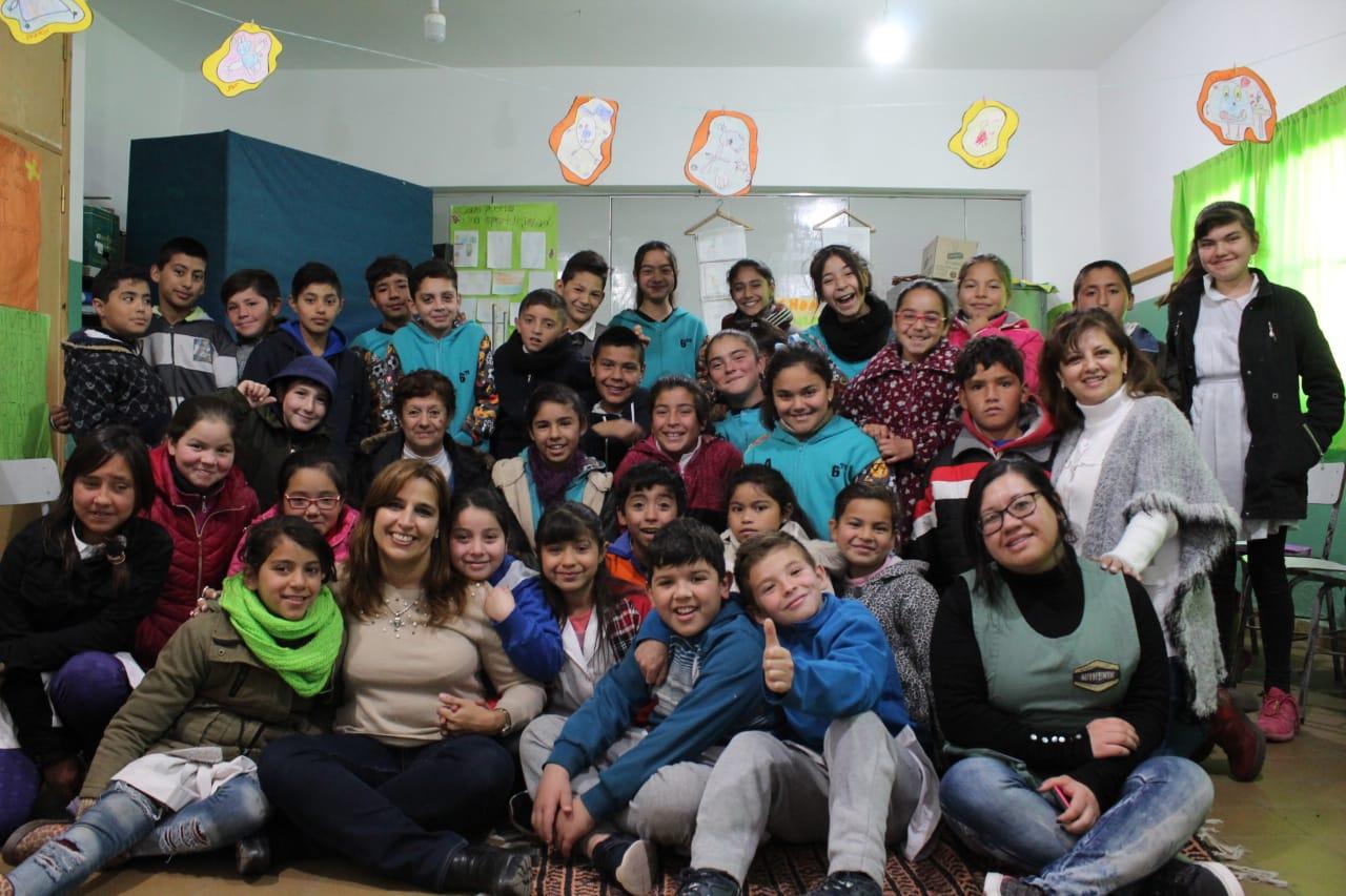 Visita a la escuela Bernardino Rivadavia de Deán Funes